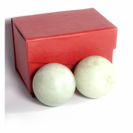 Пара нефритовых шаров  для массажа рук и спины