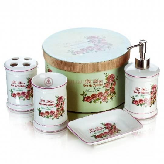 Набор для ванны: мыльница, подставка для щетки, емкость для жидкого мыла, стакан.
