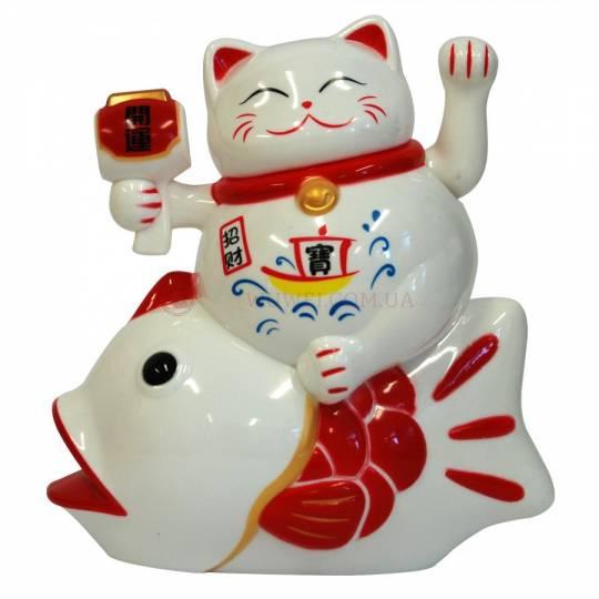 Манэки-Нэко на рыбке