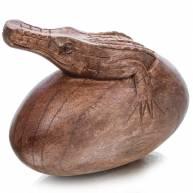 Крокодил на яйце (дерево)