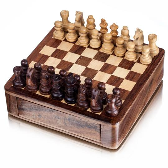 Дорожные деревянные шахматы