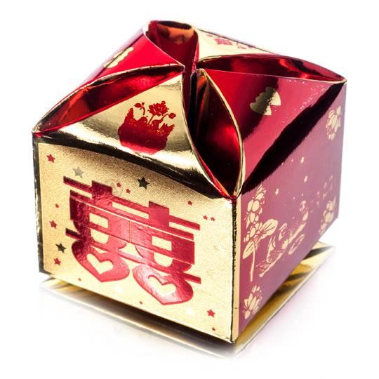 Упаковка подарочная коробка красно-золотая
