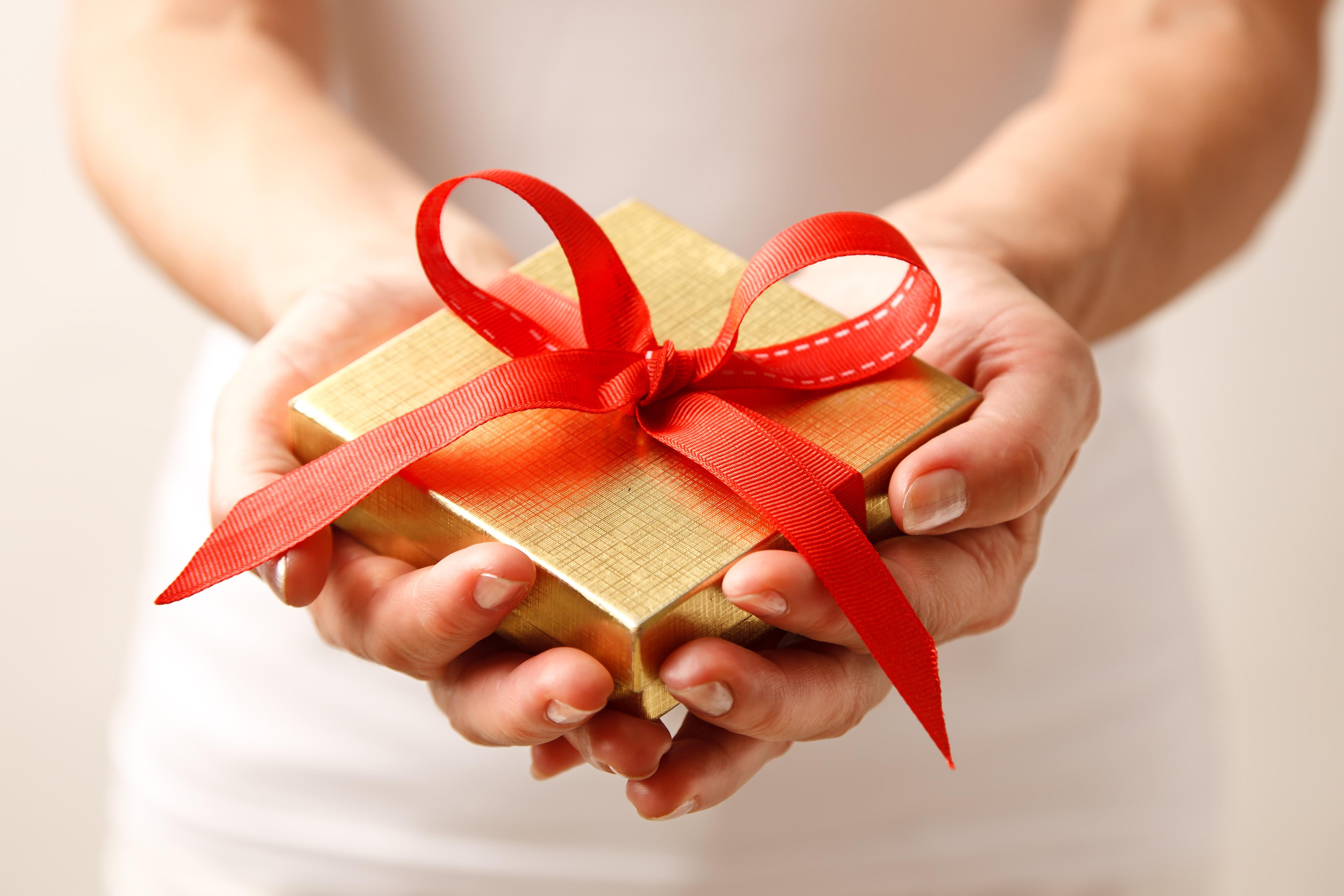 Этикет дарения подарков И так, что дарить, когда дарить и кому дарить? 64